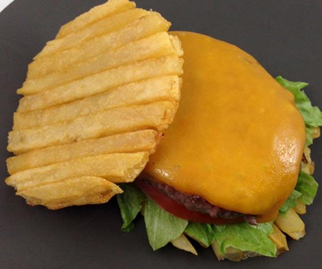 des frites la place du bun des burgers actualit du fast food. Black Bedroom Furniture Sets. Home Design Ideas